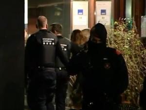 Θρίλερ στην Βαρκελώνη! Κρατούσε όμηρο σύζυγο προξένου [vids, pics]