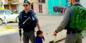 Άνανδροι ισραηλινοί στρατιώτες συλλαμβάνουν «τρομοκράτη» 3 ετών!