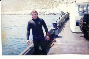 Σύμη: Βούτηξε στη θάλασσα και βρήκε στο βυθό ένα αυτοκίνητο – Οι εικόνες που έκρυβε μέσα [pics]