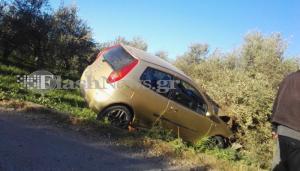 Χανιά: Αυτοκίνητο «καρφώθηκε» σε ελιά! Ένας τραυματίας [pics]