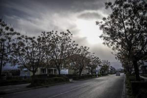 Καιρός: Συννεφιές, σκόνη και σποραδικές καταιγίδες σήμερα