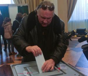 Εκλογές στην Ρωσία: Πούτιν… δαγκωτό ο Ζεράρ Ντεπαρντιέ! [vids, pics]