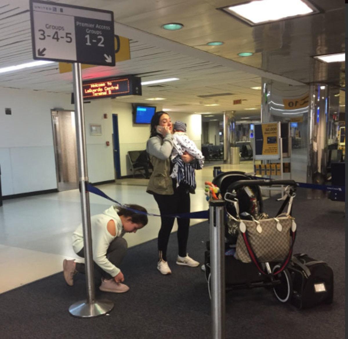 Σκυλάκι πέθανε από ασφυξία σε πτήση γιατί το έβαλαν στο ντουλαπάκι των χειραποσκευών | Newsit.gr