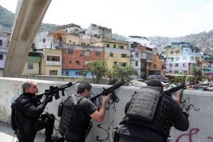 Βραζιλία: 8 νεκροί από επιχείρηση της αστυνομίας στην μεγαλύτερη φαβέλα το Ρίο Ντε Τζανέιρο