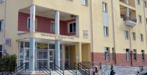 «Ντου» κουκουλοφόρων στο πρώην ΙΚΑ Βόλου! Καταγγέλλουν γιατρό για σεξουαλική παρενόχληση