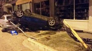 Γιάννενα: Βγήκε ζωντανός από αυτό το αυτοκίνητο – Ανατροπή μετά από σύγκρουση με παρκαρισμένα ΙΧ [pics]