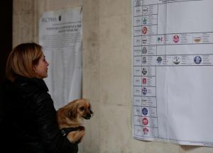 Ιταλία: Πρώτο κόμμα το Κίνημα των 5 Αστέρων, πρώτος και ο… Μπερλουσκόνι