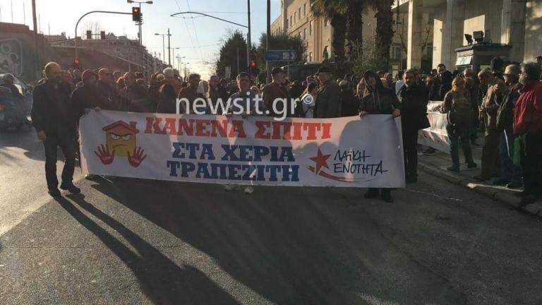 Διαμαρτυρία της ΛΑΕ στη ΓΑΔΑ για την απελευθέρωση των τριών προσαχθέντων | Newsit.gr