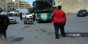 Αναστάτωση στο Ηράκλειο από σύγκρουση λεωφορείου με μηχανάκι
