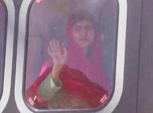 «Με λένε Μαλάλα» και επέστρεψα σπίτι! Με ελικόπτερο στη γενέτειρά της η 20χρονη ακτιβίστρια [vid, pics]