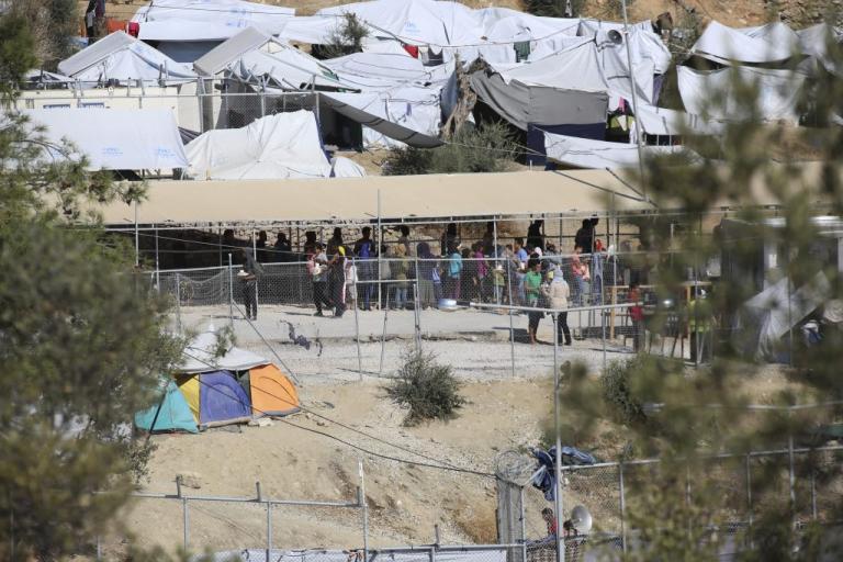 Λέσβος: Σοβαρά επεισόδια στη Μόρια – Φωτιά και κρότου λάμψης | Newsit.gr