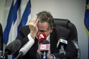 Όταν έκλαψε ο Μουζάλας – Δάκρυα από τον απερχόμενο υπουργό Μεταναστευτικής Πολιτικής