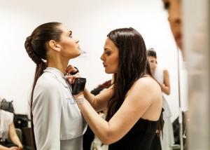 Υβόννη Μπόσνιακ: Πώς έζησε τη βραδιά του Madwalk! Αποκλειστικές backstage φωτογραφίες