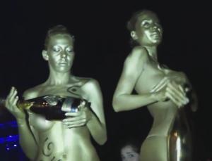 Μύκονος: Σαμπάνιες, χλιδή και παραδόσεις – Ο «πλανήτης» των αντιθέσεων με εικόνες που μαγνητίζουν [pic, vid]