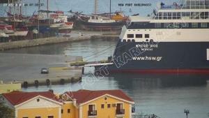 Πρόβλημα με το πλοίο Νήσος Χίος που μεταφέρει 460 επιβάτες – Παραμένει στο Καρλόβασι της Σάμου