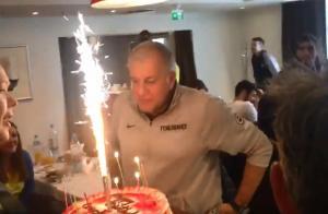 Η τούρτα – έκπληξη στον εορτάζοντα Ομπράντοβιτς! [vid]