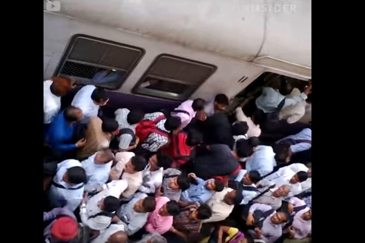Οκτώ το πρωί σε μέσα μαζικής μεταφοράς όλου του κόσμου | Newsit.gr