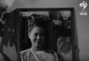 Έτσι ίσιωναν τα μαλλιά τους το 1948