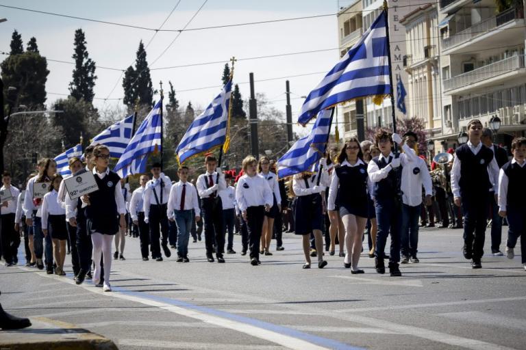 Παρέλαση 25ης Μαρτίου: Οι μαθητές τίμησαν την επέτειο της Ελληνικής Επανάστασης [pics]   Newsit.gr