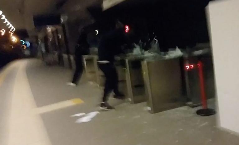 Αναρχικοί έσπασαν ακυρωτικά στον ΗΣΑΠ στον Περισσό – Επιθέσεις και σε αυτοκίνητα στο Κολωνάκι | Newsit.gr