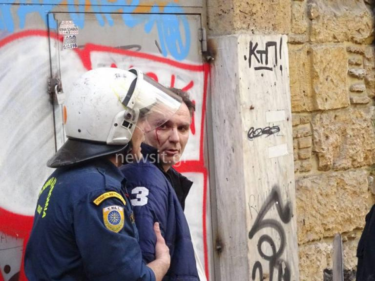 ΜΑΤ και… πλειστηριασμοί: Άγριο ξύλο έξω από συμβολαιογραφείο! | Newsit.gr