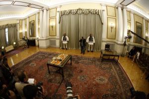Ορκωμοσία Live: Στο Προεδρικό Μέγαρο τα νεα μέλη της κυβέρνησης