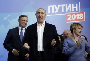 Βλαντιμίρ Πούτιν: Νίκησε, ευχαρίστησε και άρχισε να φωνάζει «Ρωσία, Ρωσία» στην Κόκκινη Πλατεία