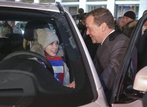 Η Ρωσία τιμά τους ολυμπιονίκες της Πιοντσάνγκ δίνοντάς τους… από μια BMW [pics]