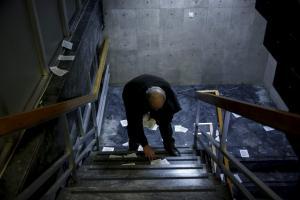 Ρουβίκωνας: «Επιδρομή» με φυλλάδια στο σπίτι της πρέσβειρας του Ισραήλ