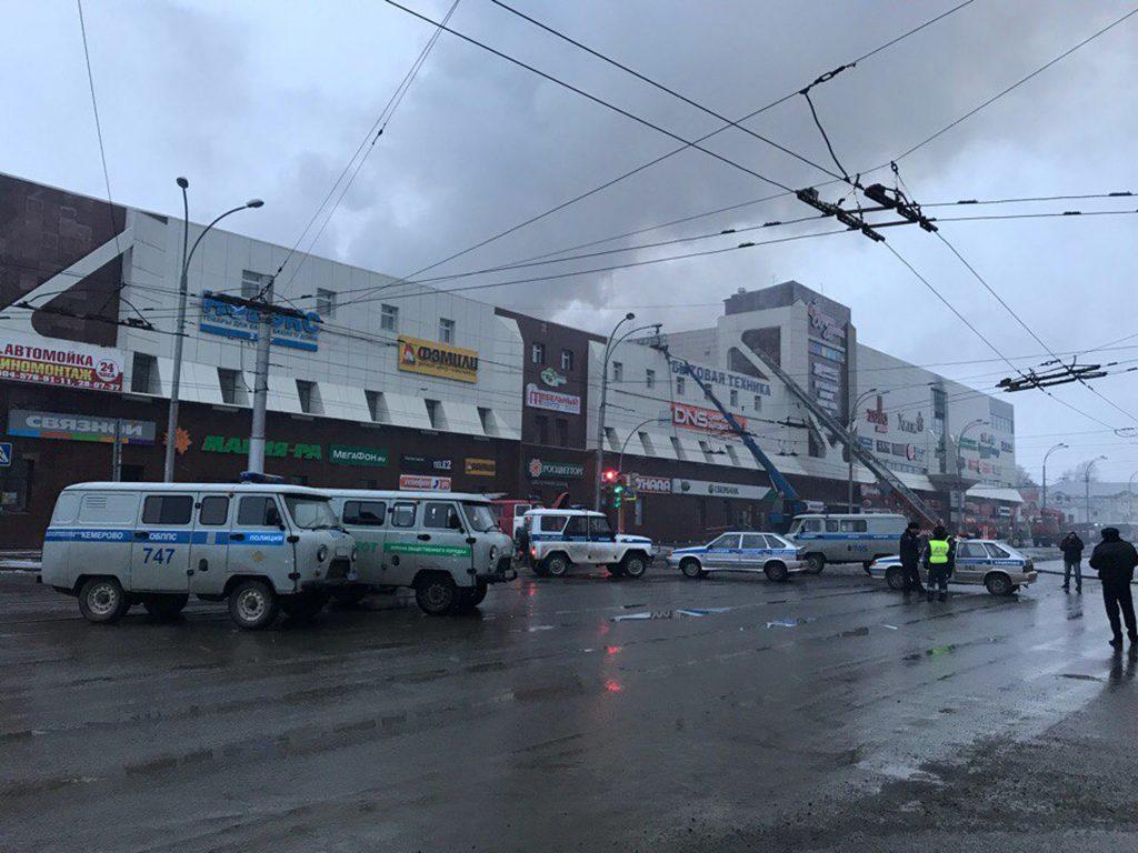 russia fire2 1024x768 - Εθνική τραγωδία στην Ρωσία – Τουλάχιστον 41 παιδιά μεταξύ των νεκρών! - φωτια, παιδια, εμπορικο