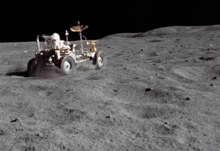 181 τόνοι σκουπίδια στη Σελήνη | Newsit.gr