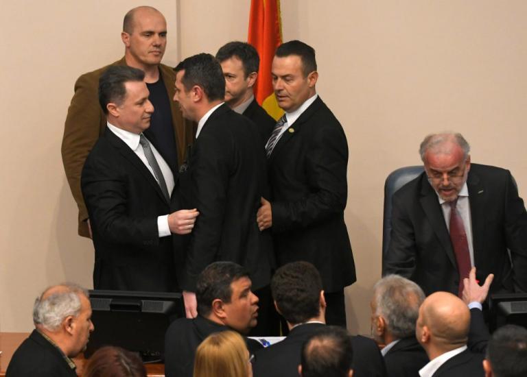 Σκόπια: Αρνείται και πάλι ο Ιβάνοφ να υπογράψει το διάταγμα για τη διεύρυνση της αλβανικής γλώσσας στη χώρα! | Newsit.gr