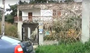 Θεσσαλονίκη: Κρατούσε αιχμάλωτα τα ξαδέλφια του από τον Ιούλιο – Τα έδενε με χειροπέδες!