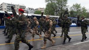 Θεσσαλονίκη: Παρέλαση με συνθήματα διαμαρτυρίας – Το μήνυμα στους βουλευτές στην εξέδρα των επισήμων [pics, vids]