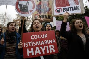 Παγκόσμια Ημέρα Γυναίκας: Μεγάλη διαδήλωση γυναικών στην Κωνσταντινούπολη [pics]