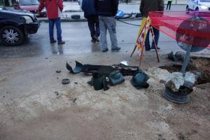 Ιωάννινα: «Καρφώθηκε» με το αυτοκίνητο σε κολώνα – Σοβαρά τραυματισμένος 24χρονος οδηγός [pics]