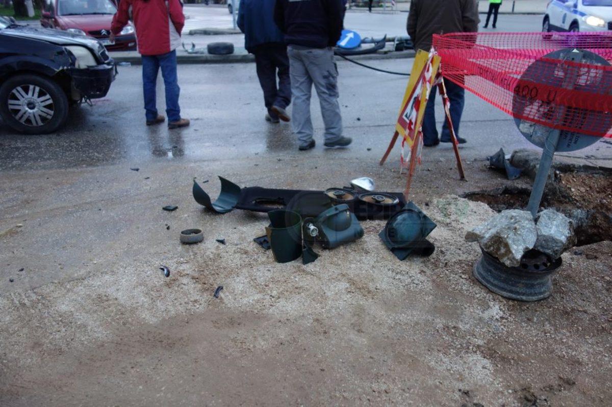 """Γιάννενα: Οδηγός αυτοκινήτου """"καρφώθηκε"""" σε κολόνα"""