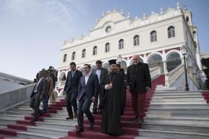 «Καρφιά» Τσίπρα προς την εκκλησία για την Παναγία της Τήνου