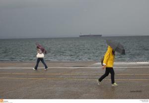 Καιρός: Βροχές, ισχυρές καταιγίδες και μεταφορά σκόνης
