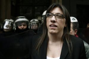 """Οι συμβολαιογράφοι τα """"χώνουν"""" στην Κωνσταντοπούλου χωρίς να την κατονομάζουν"""