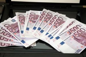 Λάρισα: Η νύχτα που άνοιξε σαμπάνιες – Στον τραπεζικό λογαριασμό του μπαίνουν 530.000 ευρώ!