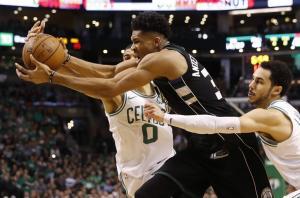NBA: Εξαιρετικός Αντετοκούνμπο! Άγγιξε το triple double [vid]