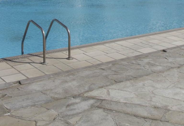Τραγωδία στη Νάξο! 4χρονο κ0ριτσάκι πνίγηκε σε πισίνα ξενοδοχείου την ώρα που η μαμά του δούλευε για το μεροκάματο!