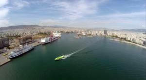 Στο λιμάνι του Πειραιά επιστρέφει flying dolphin με 126 επιβάτες που πήγαιναν στην Ύδρα