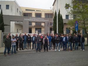 Κοζάνη: Κατάληψη της εισόδου στο κτίριο της Περιφέρειας Δυτικής Μακεδονίας – Το αίτημα των διαδηλωτών [pics]