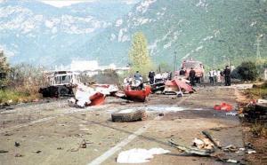 Καμένα Βούρλα: 19 χρόνια από την πολύνεκρη τραγωδία – Έτσι σκοτώθηκαν 5 άτομα και τραυματίστηκαν 14 [vid]