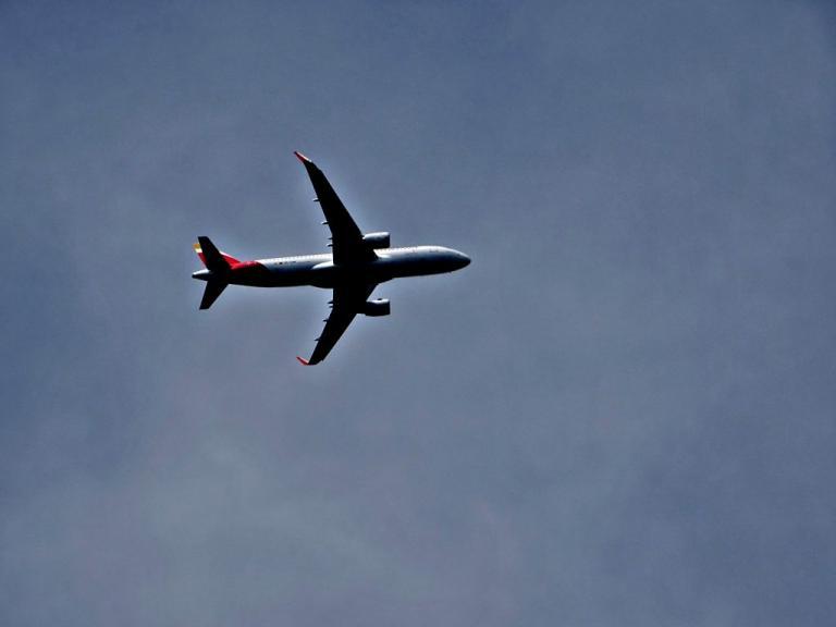 Συναγερμός στο αεροδρόμιο του Ηρακλείου! Αεροπλάνο παρουσίασε πρόβλημα στον αέρα! | Newsit.gr