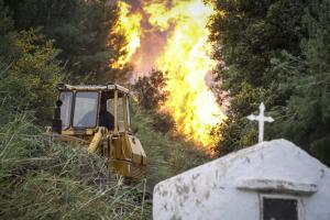 Φωτιά στην Ηλεία: Οι νέες εικόνες που κόβουν την ανάσα – Οι πρώτες ενδείξεις για τα αίτια της πυρκαγιάς [pics, vids]