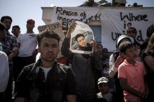 Λέσβος: Συνέλαβαν και τους 120 μετανάστες που ήταν στην πλατεία Σαπφούς