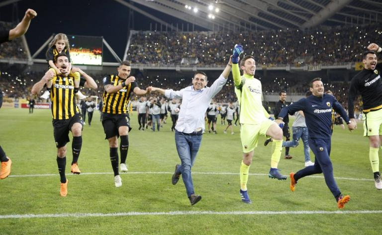 «Ψυχίατρε το σήκωσα»! Πρωταθλήτρια Ελλάδας η ΑΕΚ [pics, vid] | Newsit.gr